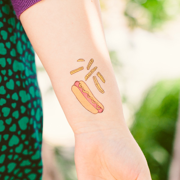 Tattly_julia_rothman_hot_dog_web_applied_04_grande